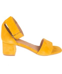 Sandalias de piel de ante amarillas | Toñi Mediavilla